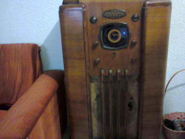 Vendo radio antiguo marca sparton
