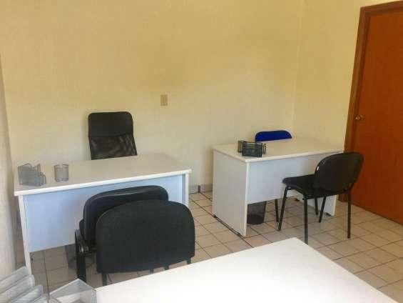 Oficina para 2 y 3 personas en col. chapalita con baño propio