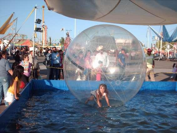 Renta mega burbujas aquaticas y lanchas para fiestas