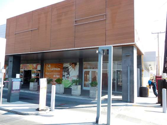 Local comercial en renta 102 m2 en plaza las brisas, tijuana bc.