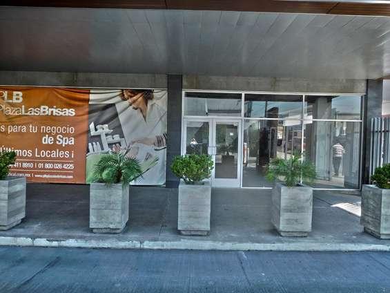 Local comercial en renta 213 m2 en plaza las brisas, tijuana bc.