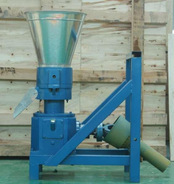 Fotos de Máquina para pellets con madera 230 mm pto 120-200 kg/h - mkfd230p 1